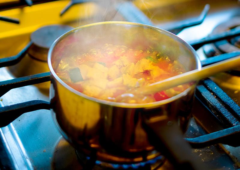 住宅をメンテナンス 調理中や食事後も換気を続け湿気を十分に排出する