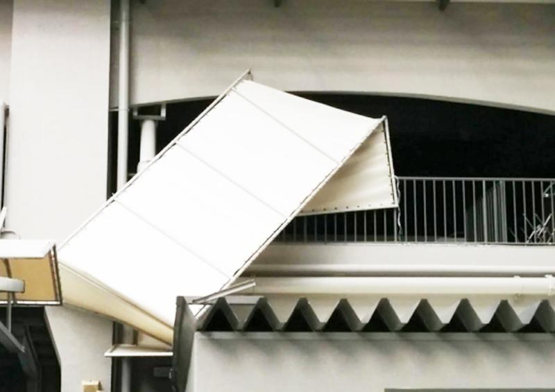災害時の自宅避難の重要性:このように飛来物が台風で飛んでくる